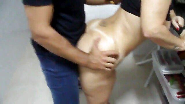 Ενηλίκων χωρίς εγγραφή  Καυτή μελαχρινή με εύκολα σαγηνεύει τον σερβιτόρο τσοντεσ πορνο βιντεο