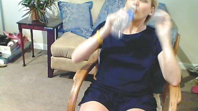 Ενηλίκων χωρίς εγγραφή  Μελαχρινή το παθιασμένο μασάζ το φαλλό πελάτες με τα χέρια και το βιντεο πορνο δωρεαν στόμα
